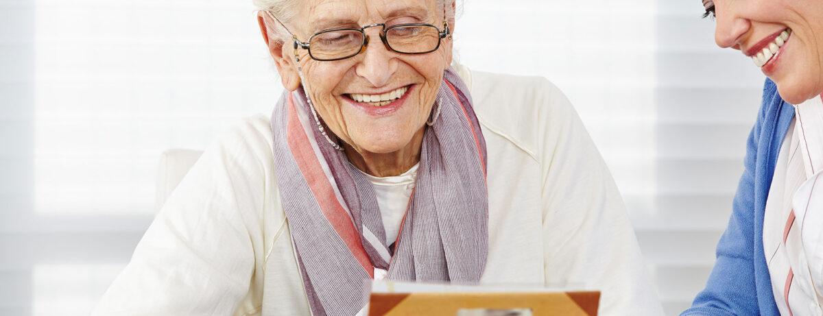 Pflege, Betreuung und Unterstützung für Senioren Zuhause, 24 Stunden am Tag und 365 Tage im Jahr, Spitex Prix Santé Region Uster und HomeCare Plus-Service